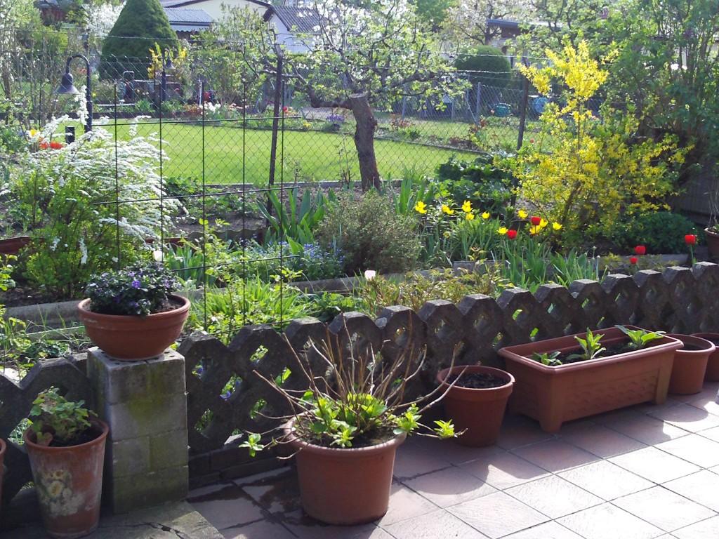 terrasse gestalten mit pflanzk bel gartenelfe. Black Bedroom Furniture Sets. Home Design Ideas